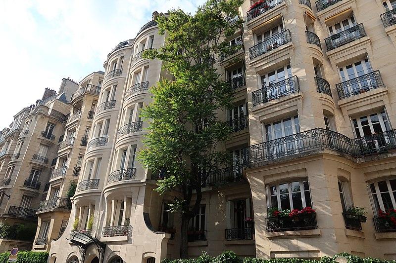 service de plombier chauffagiste dans une rue de Paris 5